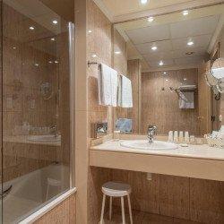bathroom-hotel-vincci-lys-valencia