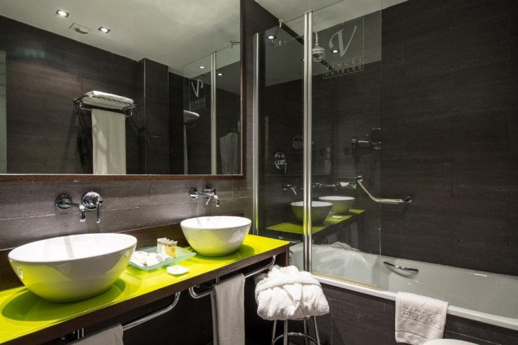 bathroom-standar-room-centrum-vincci-hotel-madrid