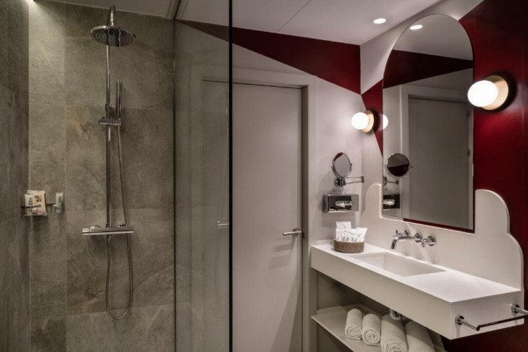 bathroom1-room-capitol-vincci-hotel-madrid.