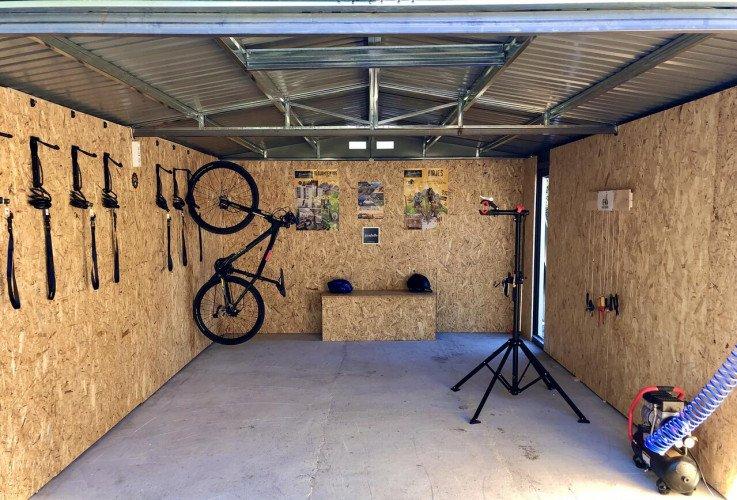 bike-pool-finca-aldabra-granada