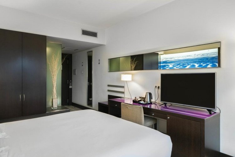 desk-standard-double-room-vincci-maritimo-barcelona