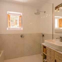 es-cucons-hotel-rural-bathroom