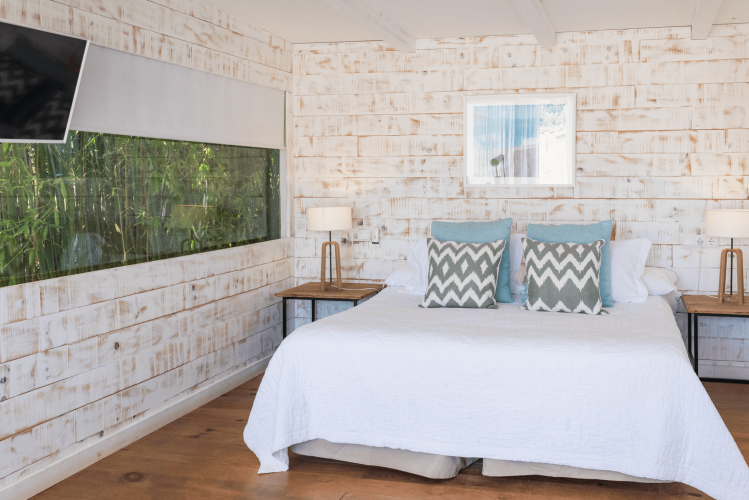 room1-country-cabin-es-cucons-ibiza