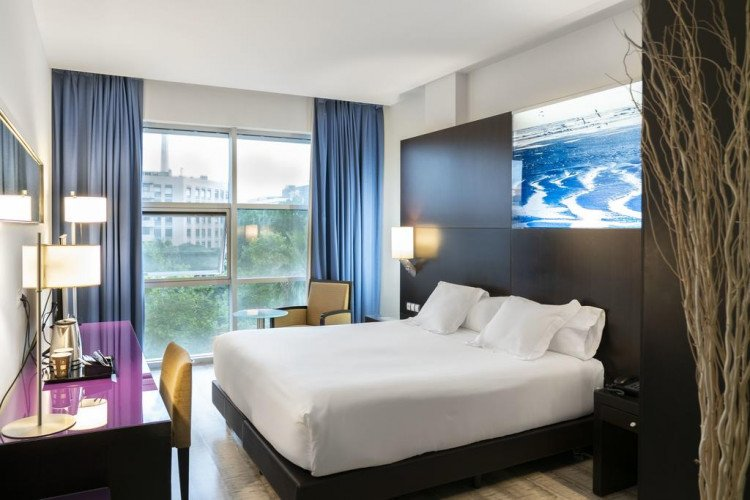 standard-featured-double-room-vincci-maritimo-barcelona