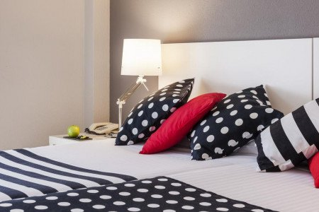 standard-twin-room-esentia-togumar-madrid