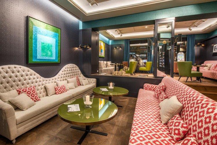 Lobby-hotel-vincci-the-mint-madrid