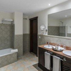 bathroom-hotel-vinci-la-rabida-seville