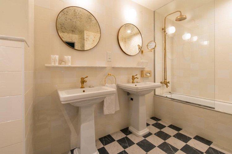 bathroom-juniorsuite-hotel-vincci-themint-madrid