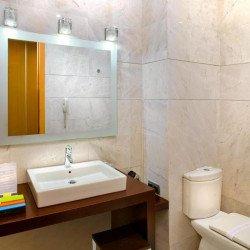 bathroom-silken-puerta-valencia-hotel