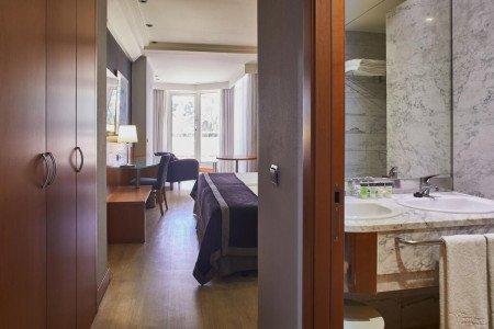 club-room-terrace-hotel-silken-sevilla