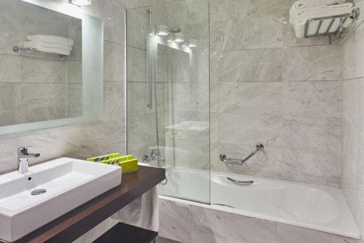 shower-silken-puerta-valencia-hotel