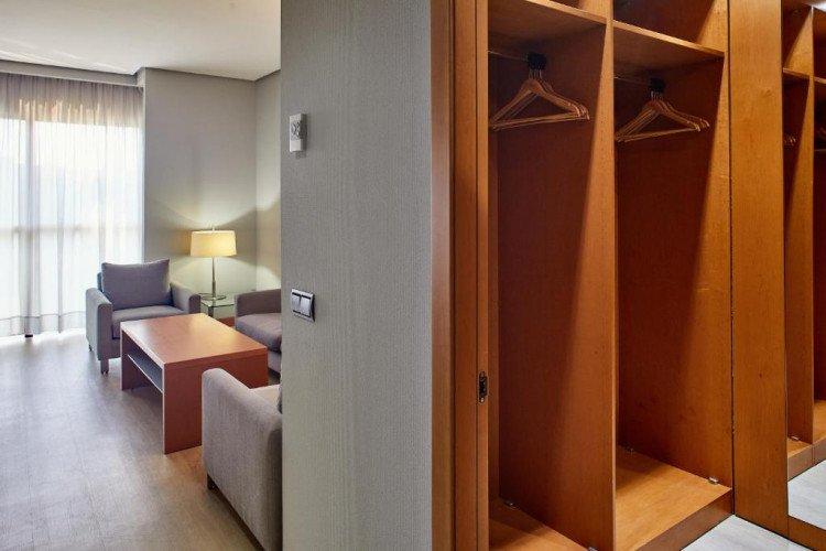 uite-living-salon-hotel-puerta-madrid