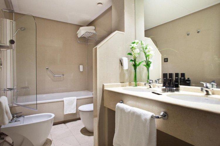 bathroom-coliving-princesa-plaza-madrid-hotel1