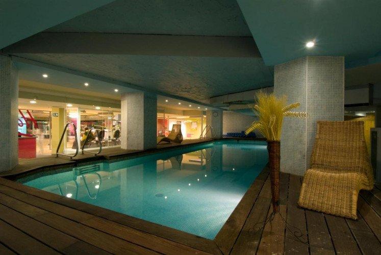 swimming-pool-coliving-princesa-plaza-madrid-hotel