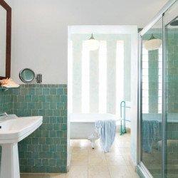 bathroom-hotel-coliving-punta-sur-tarifa